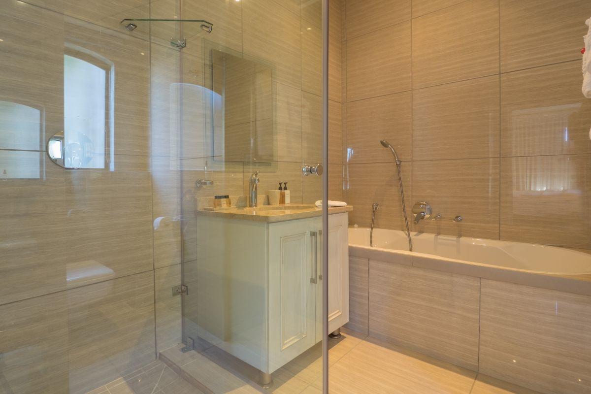 ZAInternetVilla-ParadisaSeahorse-Bathroom
